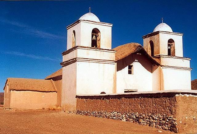 Zdjęcia: Tafna - 6 domow i kolonialny kosciol z XVIII wieku, czynny 3 razy w roku gdy  dojezdza ksi, Puna czyli Altiplano, Magiczna Puna, ARGENTYNA