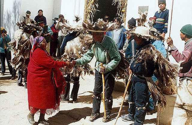 Zdjęcia: Casabindo - przed msza, przed kosciolem, Puna czyli Altiplano, Magiczna Puna, ARGENTYNA