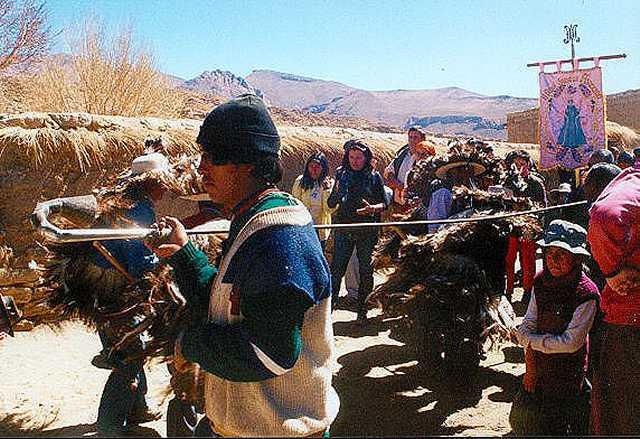Zdjęcia: Casabido -  fragment procesji z oazji Wniebowstapienia NMP, Puna czyli Altiplano, Magiczna Puna, ARGENTYNA