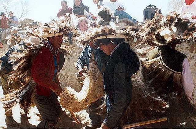 Zdj�cia: Casabindo - przed  msza, Puna czyli Altiplano, Magiczna Puna, ARGENTYNA