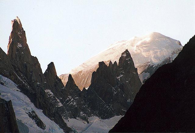Zdjęcia: znad  laguny Capri, Patagonia, chmury i gòry, ARGENTYNA