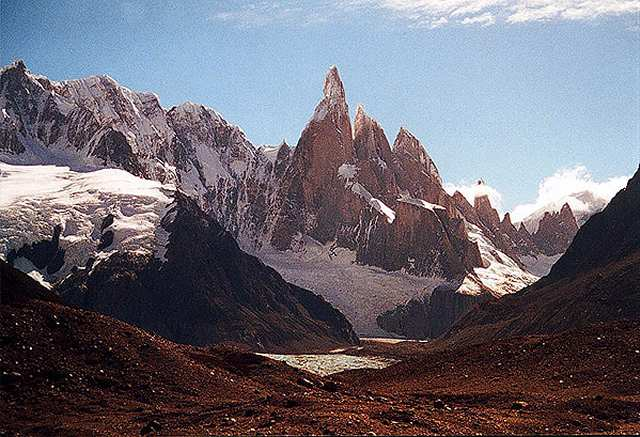 Zdjęcia: pierwszy widok na C. Torre na drodze z obozwiska Bridwell, Patagonia, masyw Cerro Torre, ARGENTYNA