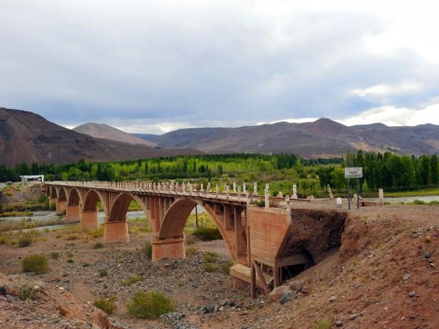 Zdjęcia: Rio Barrancas, Chos Malal, Most, ARGENTYNA