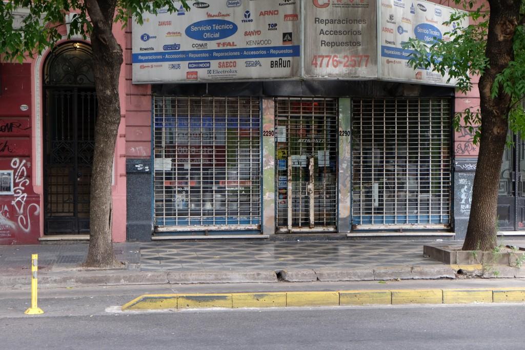 Zdjęcia: boczna uliczka od Plaza Italia, Buenos Aires, Zabezpieczenie sklepu, ARGENTYNA