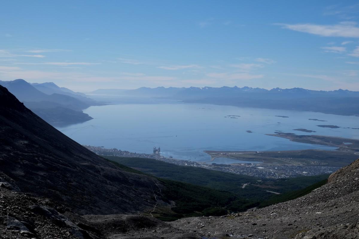 Zdjęcia: Ushuaia, Tierra del Fuego, Widok na kanał Beagla i Ushuaia z lodowca Martial, ARGENTYNA