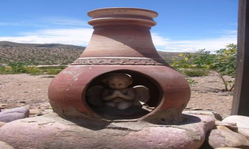 ARGENTYNA / Jujuy / Quebrada de Hunahuaca / Przydrożna kapliczka
