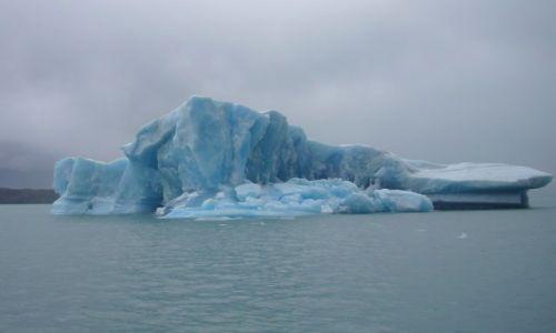 Zdjecie ARGENTYNA / Patagonia / Lago Argentino / Góra lodowa na lago Argentino
