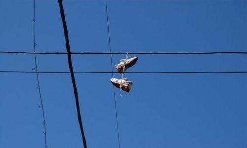 Zdjęcie ARGENTYNA / Dzielnica La Boca / Buenos Aires / Buty na drucie