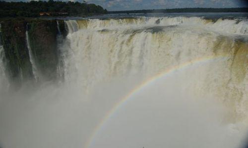 Zdjęcie ARGENTYNA / Wodospady Iguazu strona argentynska / Foz de Iguazu / Tęcza nad wodospadem