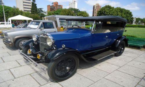 ARGENTYNA / Buenos Aires / miasto La Plata / Parada starych samochodów