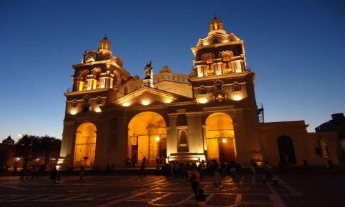 ARGENTYNA / Cordoba / Cordoba / Cordoba nocą - katedra
