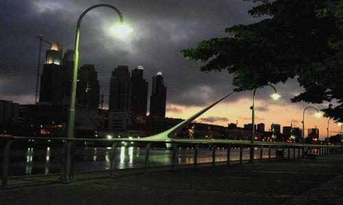 Zdjecie ARGENTYNA / Buenos Aires / Buenos Aires / Puerto Madero nad ranem