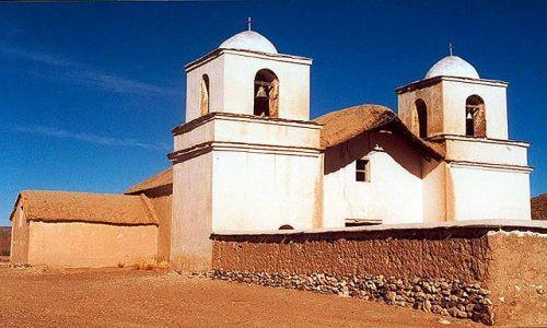 Zdjęcie ARGENTYNA / Puna czyli Altiplano / Tafna - 6 domow i kolonialny kosciol z XVIII wieku, czynny 3 razy w roku gdy  dojezdza ksi / Magiczna Puna