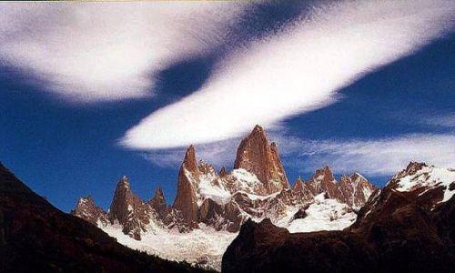 Zdjecie ARGENTYNA / Patagonia / widok znad laguny Capri / chmury nad Fitz Royem