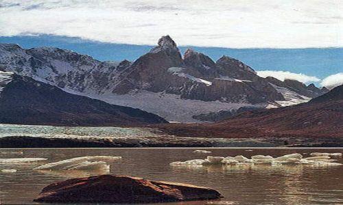 Zdjecie ARGENTYNA / Patagonia / laguna Torre u stòp Cerro Torre / slonce juz nisk