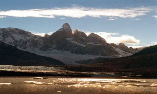 Zdjecie ARGENTYNA / Patagonia / morena nad jez. Torre / iglice Cerro Torre