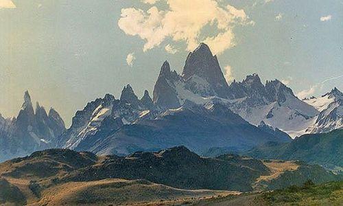 Zdjecie ARGENTYNA / Patahonia / znad rzeki Las Vueltas / gòry jak z bajki
