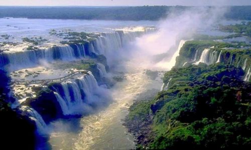Zdjecie ARGENTYNA / Stan Parana /  Wodospady Iguazu / Spienione wody