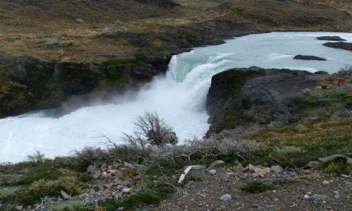Zdjęcie ARGENTYNA / Patagonia / Patagonia / Patagoński wodospad