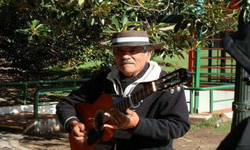 Zdjecie ARGENTYNA / Stolica / Buenos Aires / Argentyńczyk o miłym wyglądzie
