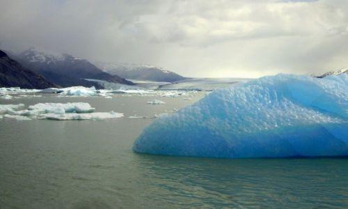 Zdjęcie ARGENTYNA / Patagonia- Lago Argentino / Park  Los Glaziares / niezwykłe góry lodowe