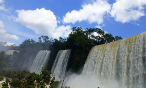 Zdjecie ARGENTYNA / okolice Puerto Iguassu / Wodospady Iguassu / kolejne z 275 na przestrzeni 3 km