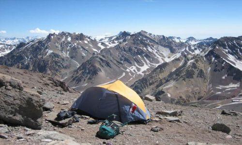 Zdjecie ARGENTYNA / Aconcagua / Camp 4500m / Maly domek z widokiem na gory