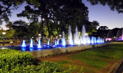 ARGENTYNA / Mendoza / Plac Hiszpański / Fontanny