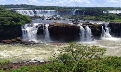 ARGENTYNA / Corientes / Iguasu / Iguasu - kąpiel w wodospadzie