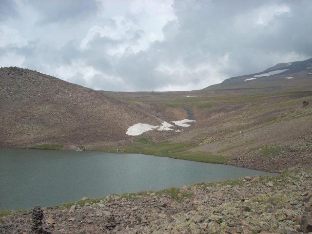 Zdj�cia: Wulkan Aragats (4090 m) najwyzsza gora Armenii, Jeziorko na 3000 m, ARMENIA