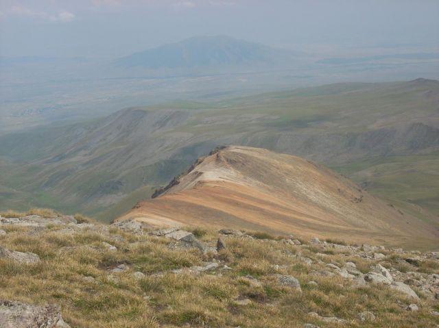 Zdj�cia: Wulkan Aragats (4090 m) najwyzsza gora Armenii, Kolorowe pag�rki , ARMENIA