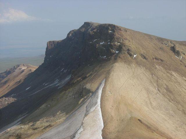 Zdjęcia: Wulkan Aragats (4090 m) najwyzsza gora Armenii, Widok na północny wierzchołek, ARMENIA