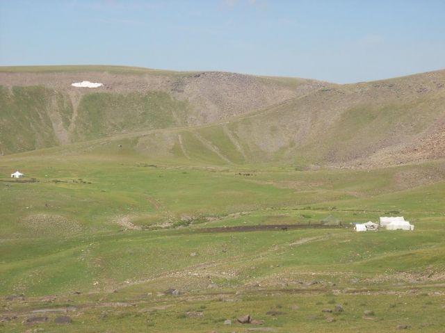 Zdj�cia: Pobli�e g�ry Aragats, Namiociki kurdyjskie, ARMENIA