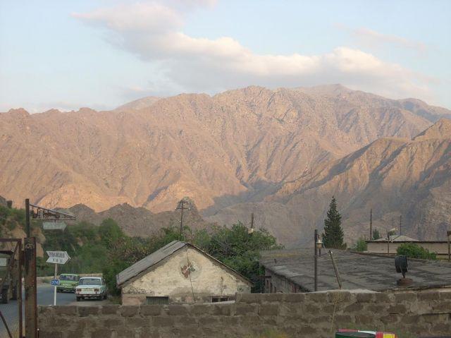 Zdjęcia: Granica ormiańsko iranska, Widok na irańskie wzgórza od strony Armenii, ARMENIA