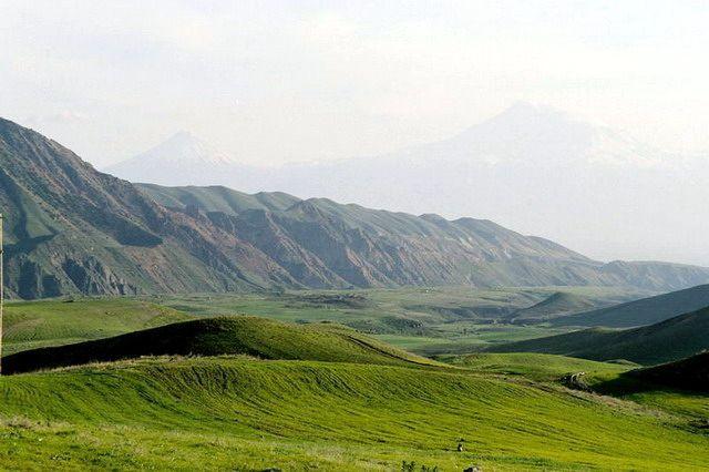 Zdjęcia: Koło Erewania, Łąki u podnóża Ararata, ARMENIA