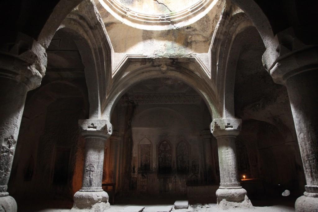 Zdjęcia: Geghard, Kotajk, Kaplica wykuta w skale, ARMENIA