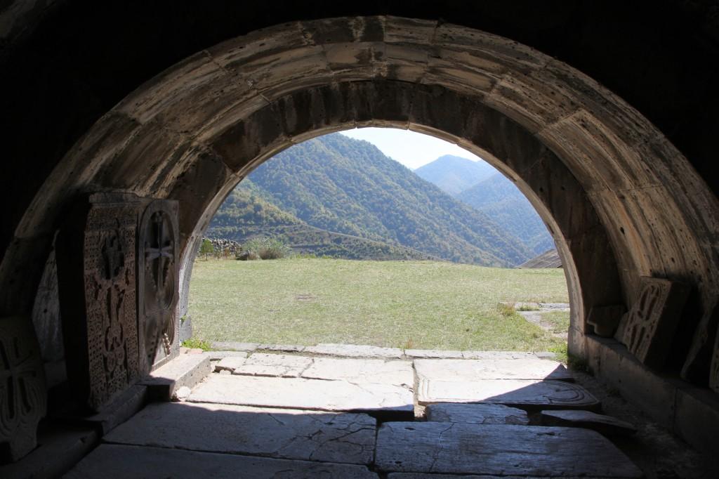 Zdjęcia: Klasztor w Haghpat, Alaverdi, Obejście kościoła św. Niszana, ARMENIA