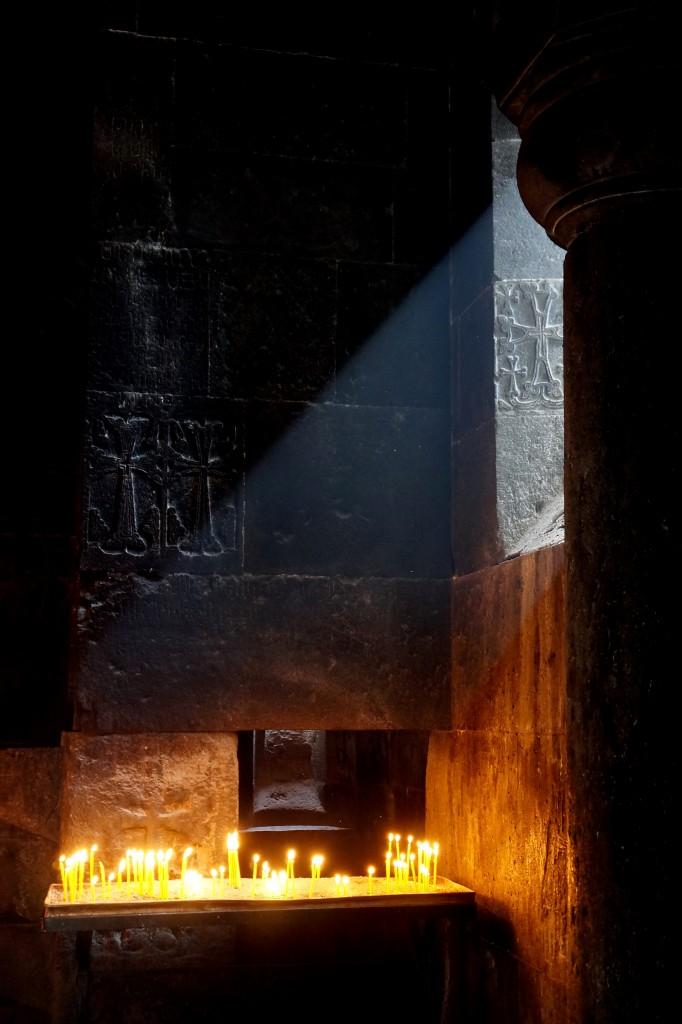 Zdjęcia: Geghard, prowincja Kotajk, W kościele, ARMENIA