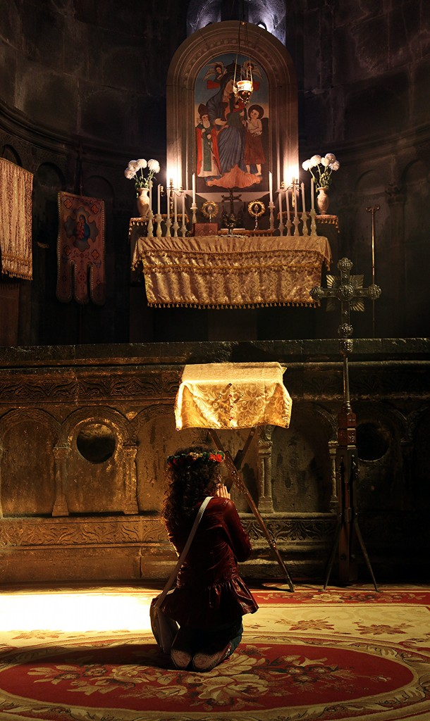 Zdjęcia: Klasztor Geghard, Kotajk, Modlitwa, ARMENIA