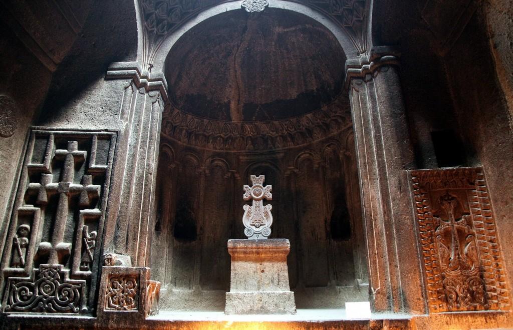 Zdjęcia: Geghard , Kotajk, Kaplica krzyża, ARMENIA