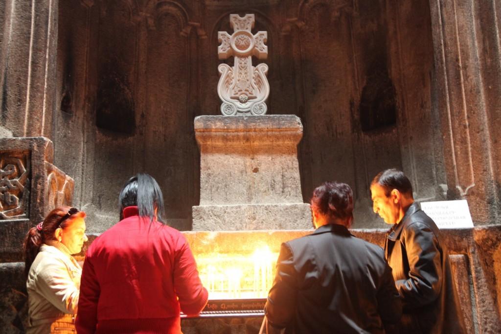 Zdjęcia: Geghard , Kotajk, Modlitwa, ARMENIA