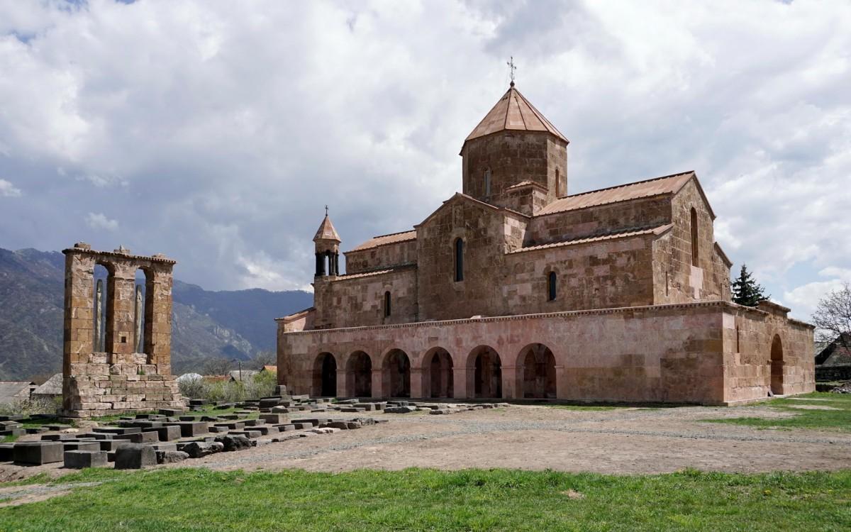 Zdjęcia: Odzun, Lori, Kościół z VII w. w Odzun, ARMENIA