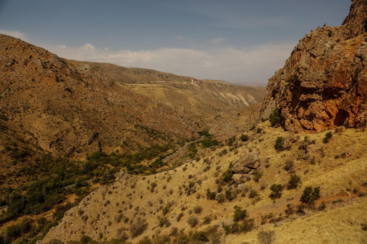 Zdjęcia: wąwóz rzeki Arpa, płd. - wsch. Armenia, W drodze do Norawank, ARMENIA