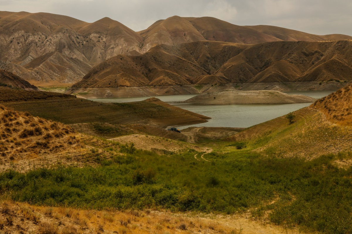 Zdjęcia: ok. Erywania, Centralna Armenia, Pluszowe górki...., ARMENIA