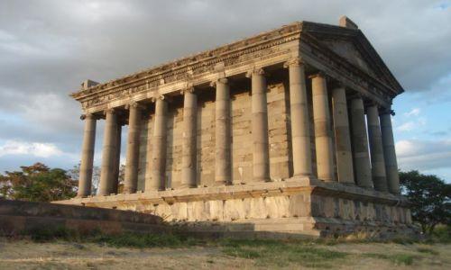 Zdjęcie ARMENIA / Garni / świątynia w Garni / joński porządek na Zakaukaziu