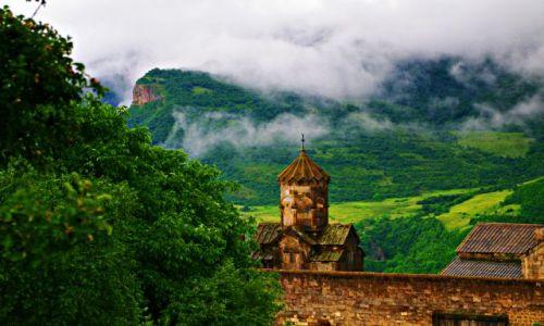 Zdjęcie ARMENIA / Sjunik / Tatew / Uciekając przed deszczem