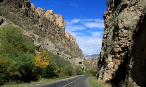 Zdjecie ARMENIA / Wajoc Dor  / Norawank / Droga do klasztoru przez góry