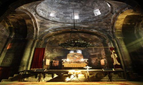 Zdjęcie ARMENIA / Kotajk / Geghard / Wnętrze kaplicy głównej