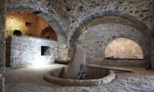 Zdjęcie ARMENIA / Sjunik / Zespół klasztorny Tatev / Piekarnia i prasa oliwna