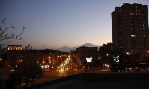 Zdjęcie ARMENIA / Erywań / Erywań / Erywań z Araratem w tle